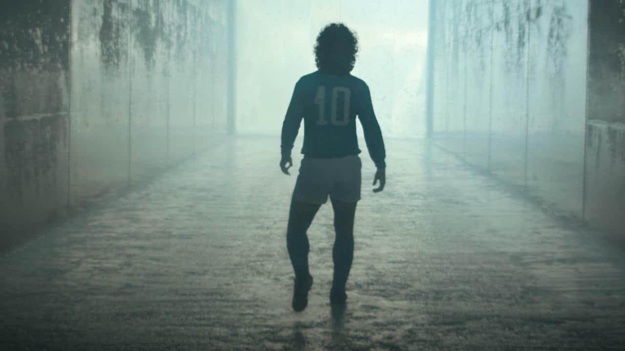 Diego Armando Maradona: arriva la mostra fotografica che rende omaggio alla leggenda del calcio thumbnail